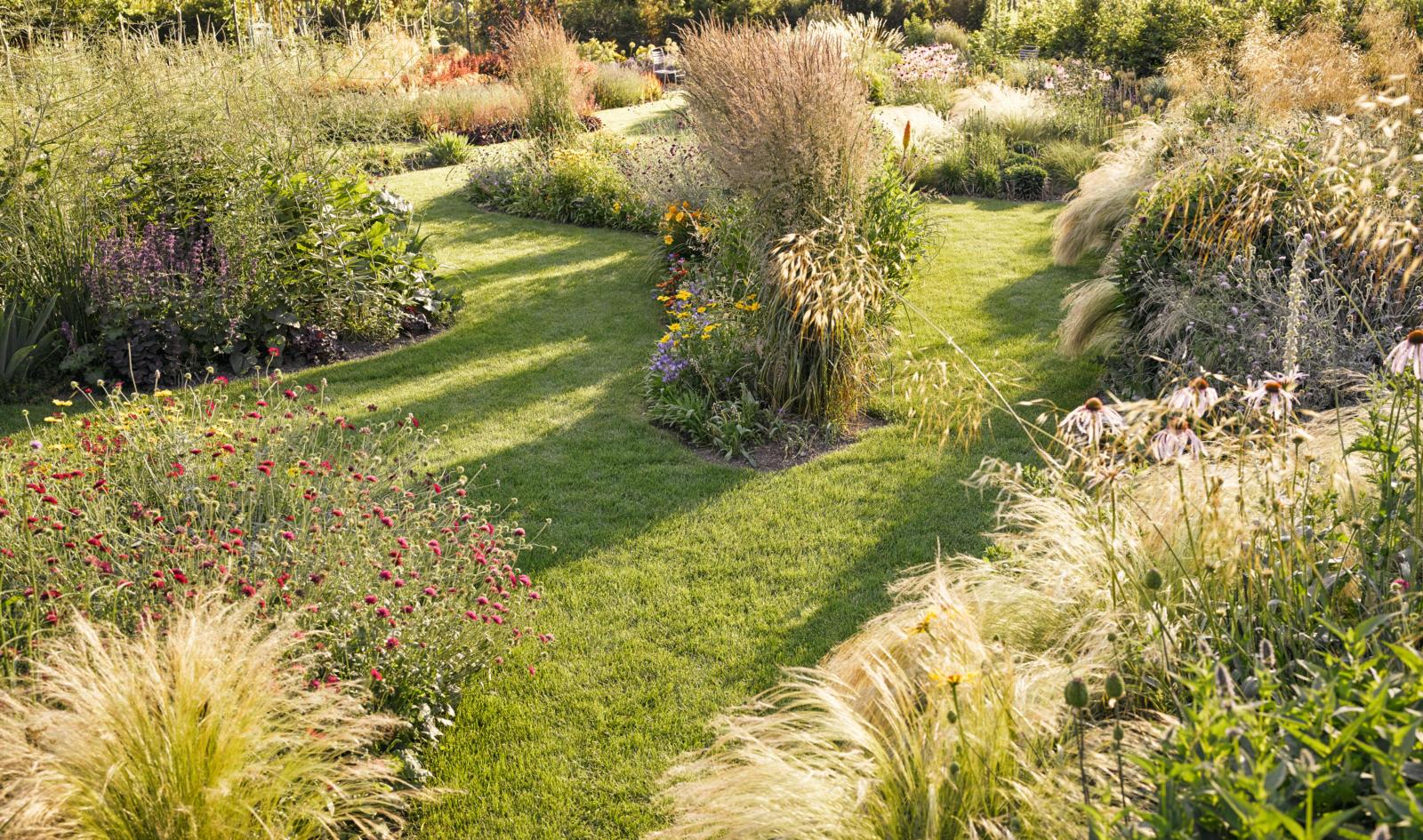 Zuber Aussenwelten AG plant baut und pflegt Gärten